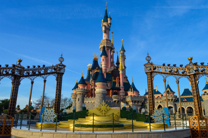 When Do Christmas Decorations Come Down In Spain : When does disneyland christmas decorations come down more