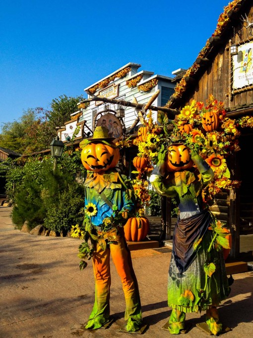 Halloween at Disneyland Paris Frontierland Decorations