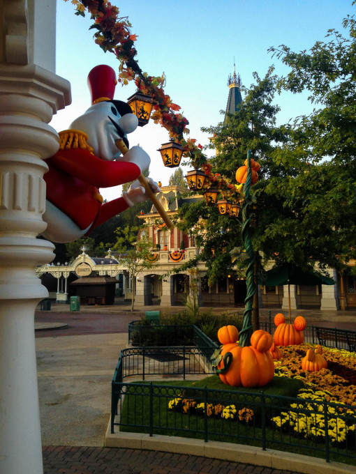 halloween town square ghost