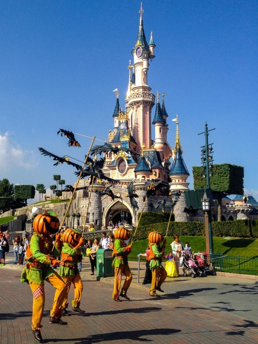 Pluto in Mickey's Halloween Celebration at DLP